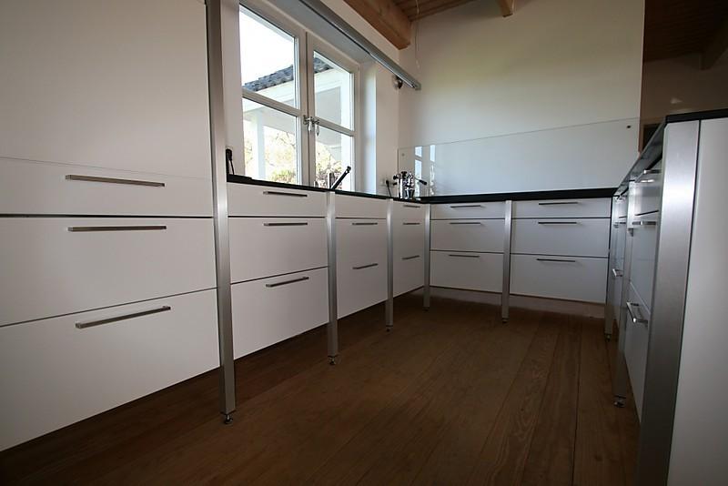 musterk che wohnkontrast modulk che zeitlos und puristisch ausstellungsk che in tangstedt von. Black Bedroom Furniture Sets. Home Design Ideas