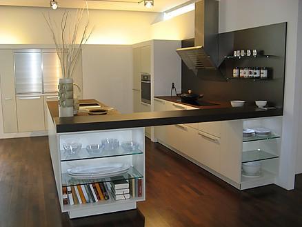 Designküche mit langer Theke