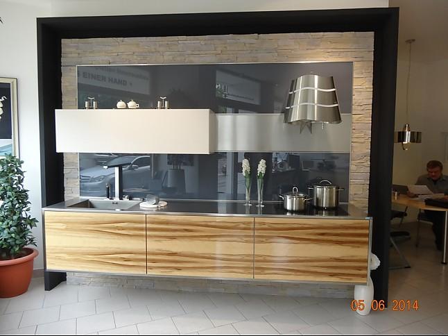 st rmer k chen musterk che schwebende k che. Black Bedroom Furniture Sets. Home Design Ideas
