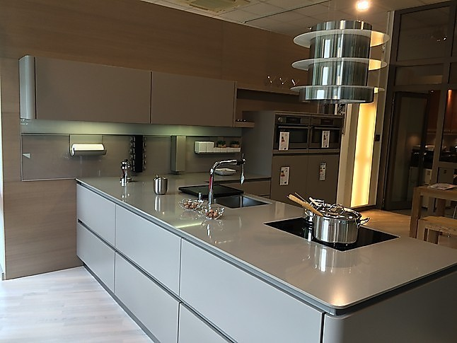 next125 musterk che nl 502 mattlack tr ffelbraun ausstellungsk che in freiburg von k chen at home. Black Bedroom Furniture Sets. Home Design Ideas