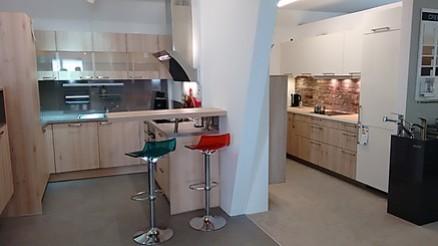 Küche mit Bar von Möbel Rietzler in Buchloe