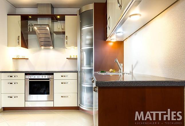 Wellmann-Musterküche Moderne Lack-Küche in L-Form mit ... | {Wellmann küchen fronten 28}