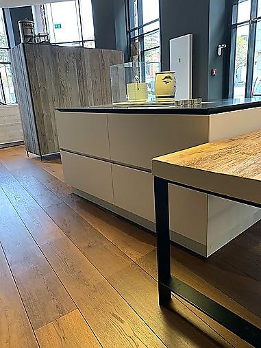 Boffi Musterküche K 14 Insel mit angesetztem Tisch aus Tanne antik Ausstellungsküche in Hamburg ...