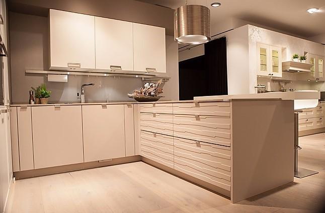 Häcker systemat wohnliche winkelküche mit halbinsel und pultplatte als theke 1 18 angebot von küchen rochol gmbh bochum castroper hellweg 49