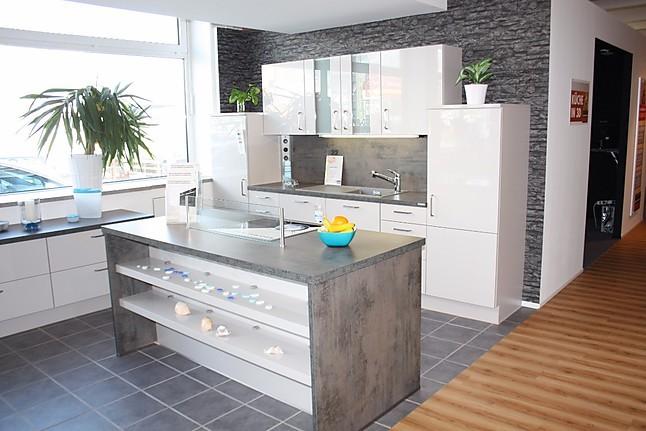 nobilia musterk che moderne k che mit kochinsel in hochglanz sand ausstellungsk che in. Black Bedroom Furniture Sets. Home Design Ideas