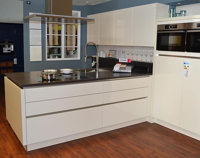 h cker musterk che moderne grifflos k che in t form mit. Black Bedroom Furniture Sets. Home Design Ideas