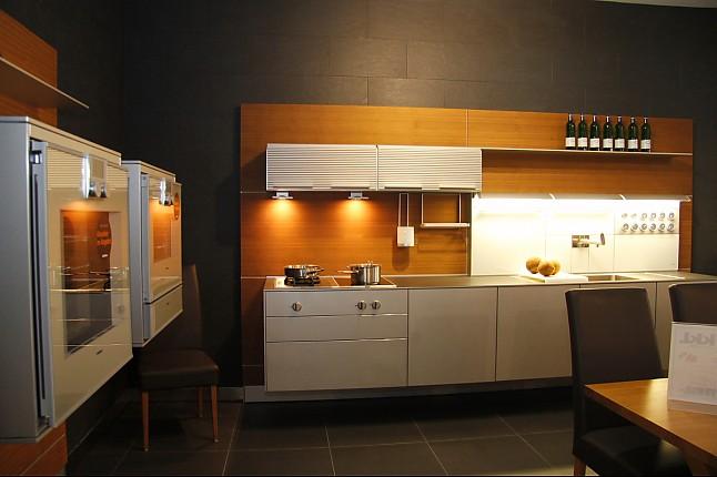 bulthaup musterk che schwebende bulthaup k che ausstellungsk che in teising von kkl k chen. Black Bedroom Furniture Sets. Home Design Ideas