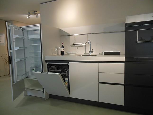 siematic musterk che erneut reduziert gro e k che mit wenig platzbedarf ausstellungsk che. Black Bedroom Furniture Sets. Home Design Ideas
