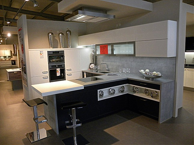 sch ller musterk che moderne zeitlose designk che ausstellungsk che in von. Black Bedroom Furniture Sets. Home Design Ideas