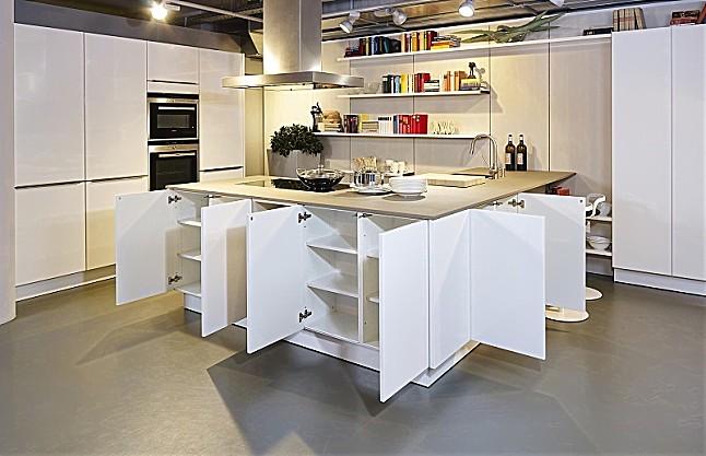 Moderne küchen mit halbinsel  SieMatic-Musterküche Moderne weiße Küche mit Halbinsel und ...