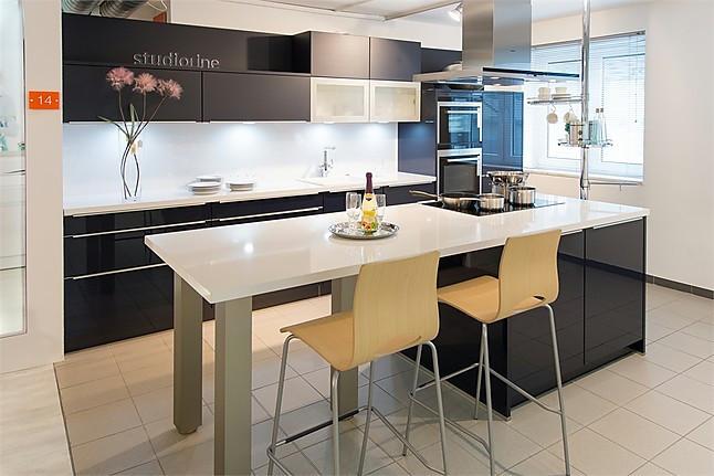 sch ller musterk che trendige hochglanz k che in indigoblau ausstellungsk che in essen von. Black Bedroom Furniture Sets. Home Design Ideas