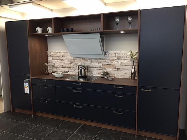 nolte musterk che klassische nolte k che in tiefblau. Black Bedroom Furniture Sets. Home Design Ideas