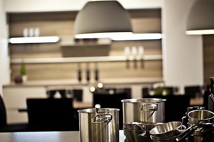 Erleben Sie moderne Küchen und elegantes Zubehör in unserer Ausstellung