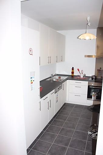 Nobilia-Musterküche Schöne L- Küche mit Ansatztisch ...
