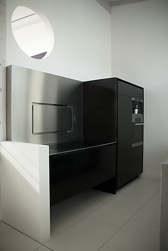 eggersmann musterk che grifflose schwarze corian k che. Black Bedroom Furniture Sets. Home Design Ideas