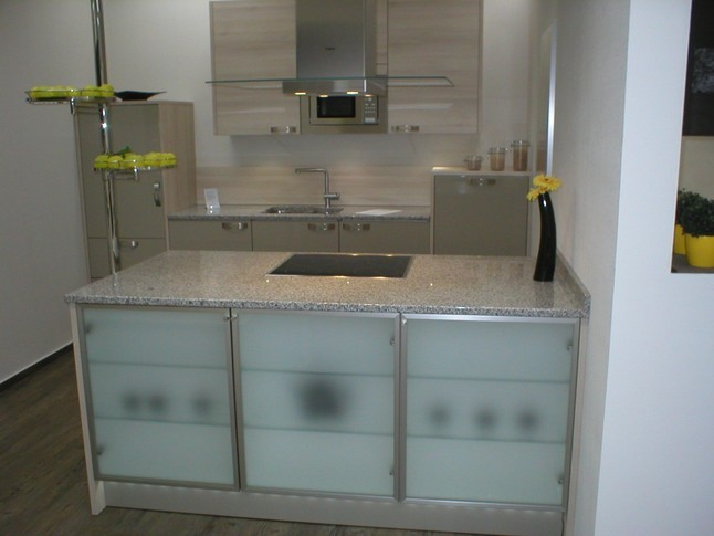 h cker musterk che top k che mit granit arbeitsplatten. Black Bedroom Furniture Sets. Home Design Ideas
