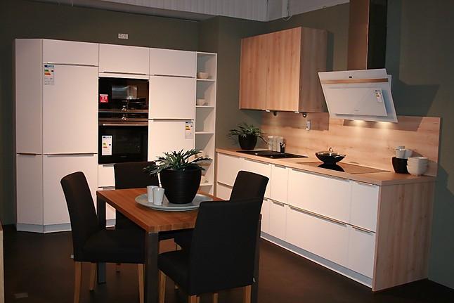 sch ller musterk che zeitlos moderne k che wei satin ausstellungsk che in schneverdingen von. Black Bedroom Furniture Sets. Home Design Ideas