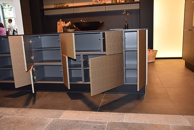 nolte musterk che gold k che inka gold gro e u form k che ausstellungsk che in berlin von. Black Bedroom Furniture Sets. Home Design Ideas
