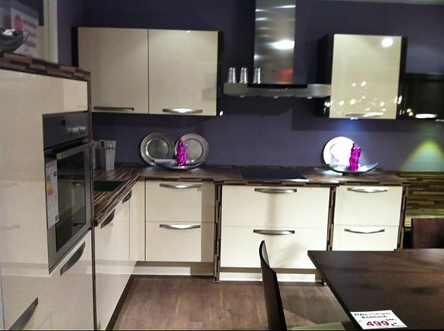 Stall Küchen nobilia musterküche primo in hochglanz creme ausstellungsküche in