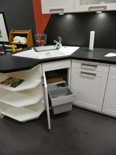 Schmidt Küchen-Musterküche Moderne Einbauküche mit Ecktlack ...