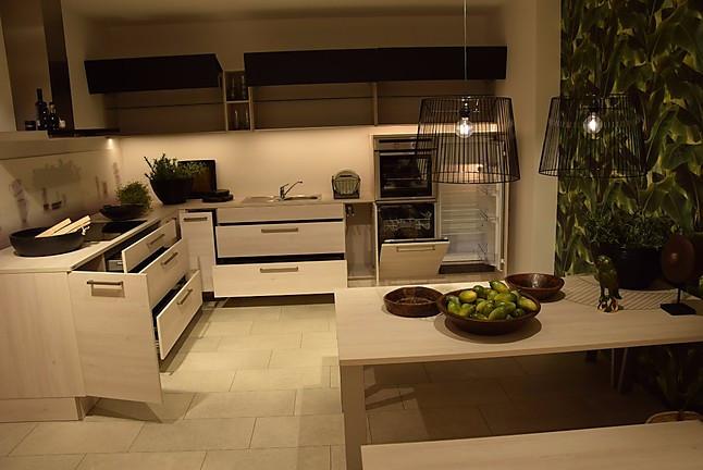 Küchenbörse Berlin nolte musterküche einbauküche l form nolte lack schwarz softmatt und kiruna birke