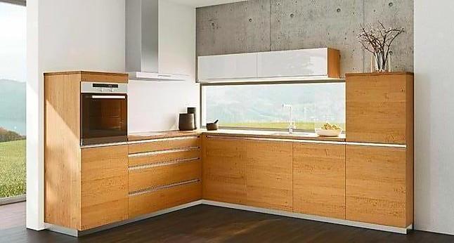 eine puristische Massivholzküche