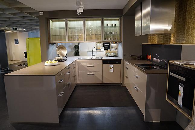 leicht musterk che hochwertige wohnk che ausstellungsk che in kempten von k chen mayer kempten. Black Bedroom Furniture Sets. Home Design Ideas