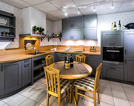 Moderne landhausküche in achatgrau casa