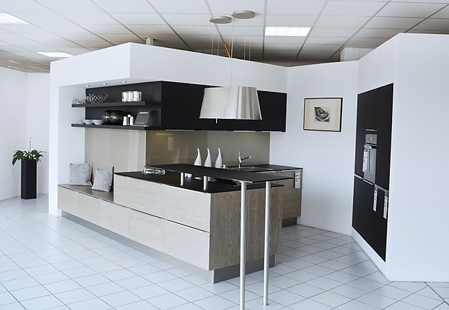 Häcker-Musterküche Design-Küche: Ausstellungsküche in Hallstadt ...