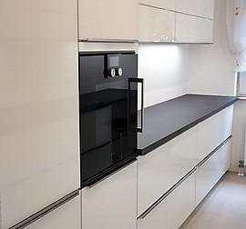Schmidt kuchen musterkuche hochglanz weiss for Smidt küchen k ln
