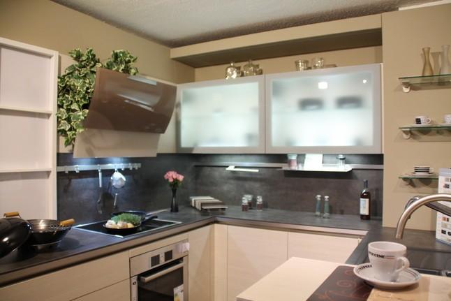 Häcker-Musterküche Moderne U-Küche, Grifflos, Pinie magnolie ... | {Häcker küchen grifflos 43}