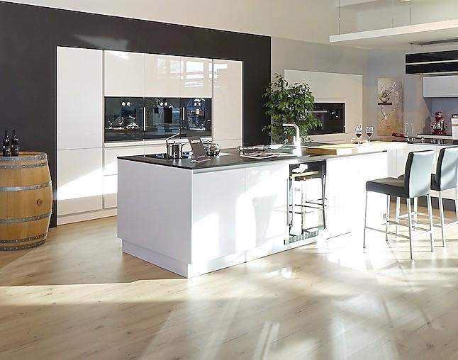 sch ller musterk che luxus mit highend ger ten pyrolyse backofen mit aktiv beheiztem pizzastein. Black Bedroom Furniture Sets. Home Design Ideas