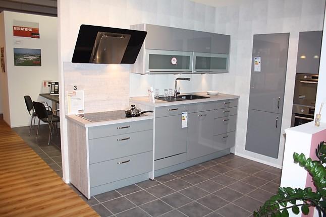 nobilia musterk che ergonomische k che mit unterschiedlichen arbeitsh hen ausstellungsk che in. Black Bedroom Furniture Sets. Home Design Ideas