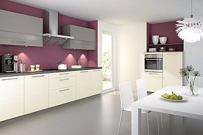 Zeitlose Küche mit Laminatfronten in Vanille
