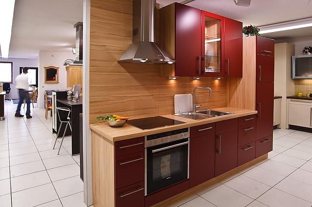 Nobilia-Musterküche Rote Küchenzeile: Ausstellungsküche in ...