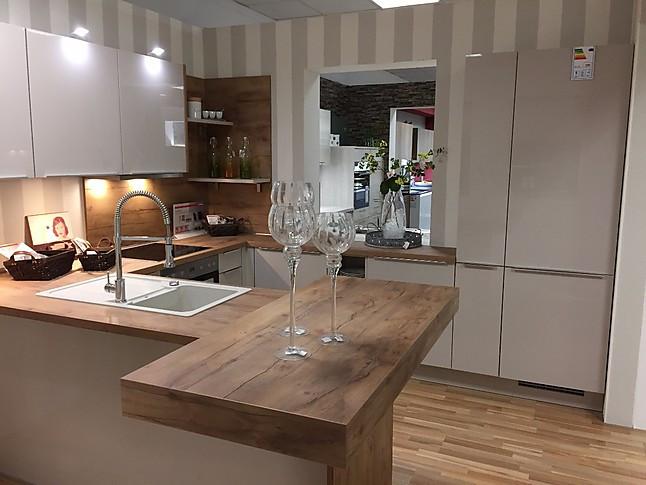 Nobilia-Musterküche Bildhübsche U-Küche mit Raumteiler ...