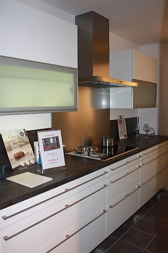 alno musterk che moderne hochglanzk che mit keramikarbeitsplatte ausstellungsk che in. Black Bedroom Furniture Sets. Home Design Ideas