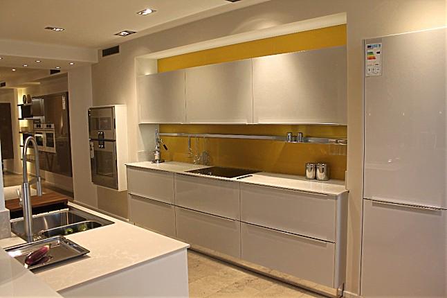 hausmarke musterk che selection k35 635 wei hochglanz lack nochmals stark reduziert. Black Bedroom Furniture Sets. Home Design Ideas
