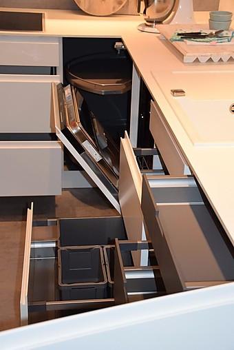 Nolte musterkuche einbaukuche lack weiss softmatt for Ausstellungsküchen u form