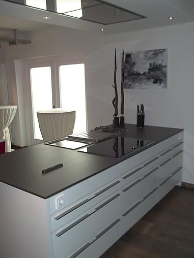 leicht musterk che moderne inselk che ausstellungsk che in overath von k chenhaus thiemann gmbh. Black Bedroom Furniture Sets. Home Design Ideas