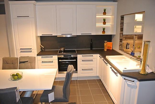nobilia musterk che sch ne zeitlose musterk che in alpinwei matt ausstellungsk che in k ln. Black Bedroom Furniture Sets. Home Design Ideas