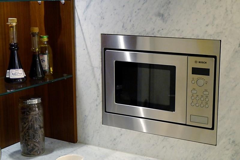 Ausstellungsküchen Abverkauf Schweiz ~  SE 2002 BS Magnolienweiß Lack matt Ausstellungsküchen  Abverkauf
