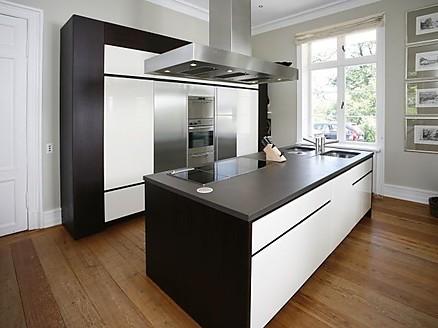 Architektur und Designküchen in der modernen Ausstellung von WM Küchen Bebra