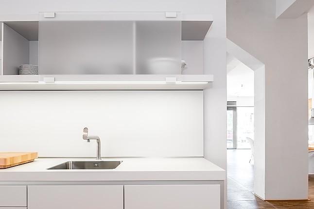 bulthaup musterk che musterk che in zeitlosem design ausstellungsk che in d sseldorf von. Black Bedroom Furniture Sets. Home Design Ideas