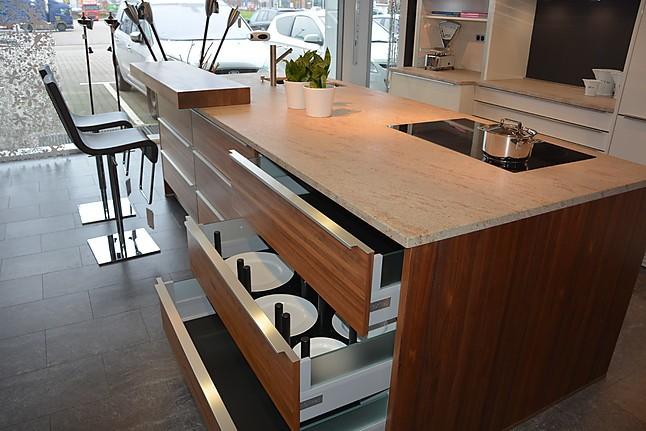 next125 musterk che next 125 ausstellungsk che in bruchsal von friedrich gmbh. Black Bedroom Furniture Sets. Home Design Ideas