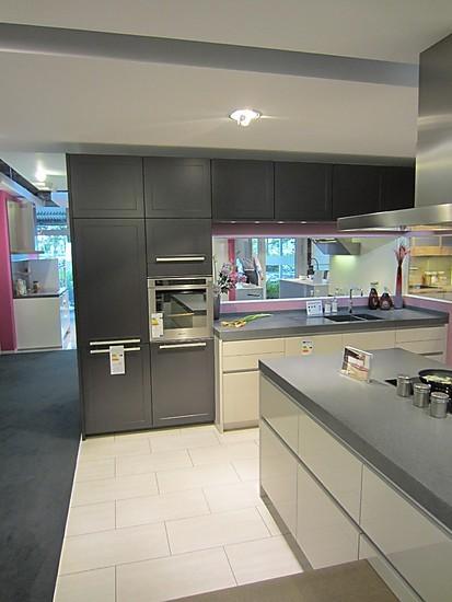 leicht musterk che leicht ausstellungsk che in hemmingen bei hannover von henning von roon. Black Bedroom Furniture Sets. Home Design Ideas
