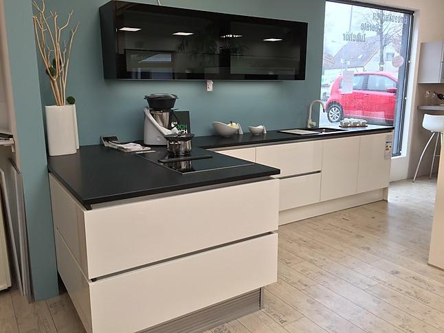 h cker musterk che zeitlos moderne h cker l k che mit naturstein arbeitsplatte und stilvollen. Black Bedroom Furniture Sets. Home Design Ideas