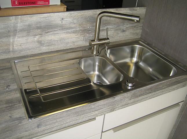 Arbeitsplatte Küche Outdoor Pine : Nobilia musterküche lack hochglanz sand ausstellungsküche in von
