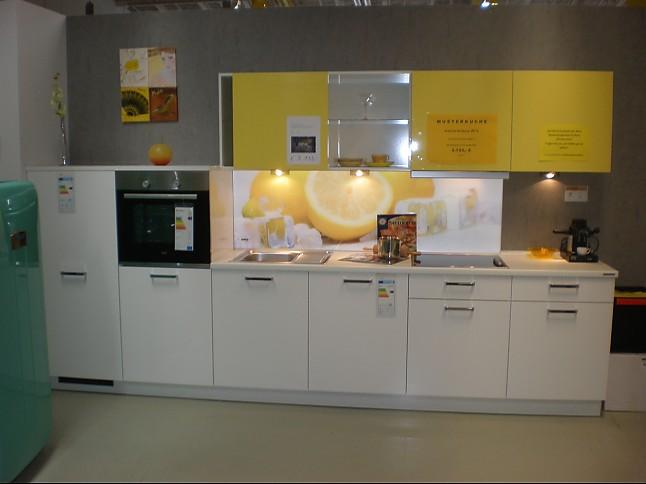 Nolte-Musterküche Lux weiß / gelb: Ausstellungsküche in Eching von ...