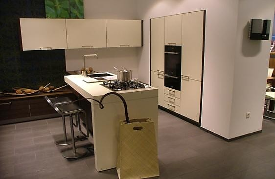 warendorf musterk che hochwertige ausstellungsk che ausstellungsk che in karlsruhe von atelier. Black Bedroom Furniture Sets. Home Design Ideas